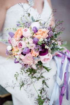 Your wedding dress, shoes, hair accessories are all right. Now, it's time to choose a bridal bouquet to complete your wedding dress! Purple Wedding Bouquets, Spring Wedding Colors, Bride Bouquets, Floral Wedding, Wedding Flowers, Trendy Wedding, Wedding Lavender, Peach Purple Wedding, Wedding Summer