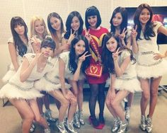 Girls' Generation snaps a photo with Katy Perry! | allkpop