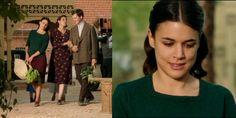 Sira Quiroga falda granate y jersey verde. El tiempo entre costuras. Capítulo 1.