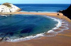 Playa de Covachos e isla del Castro--SANTANDER: Se alquila casa villa chalet  para fijo .Nuevo y equipado a 1 km. de playas (Parque Natural de las Dunas de Liencres) y a 8 de SANTANDER.4 hab. 3 baños, jardín privado vallado con terraza cubierta. Chalet independiente en urbanización privada cerrada con piscina comunitaria. Precio 850€ mes VER:  http:// chaletsantander.galeon.com  E-mail. jmcabeza@telefonica.net  Tfnos.: 942344836  --  676750777