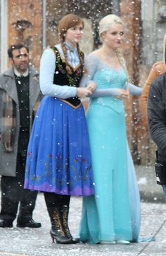 Elizabeth Lail and Georgina Haig Behind the scenes Once Upon A Time Once Upon A Time, Captain Swan, Captain Hook, Elizabeth Lail, Movie Costumes, Girl Costumes, Bae, Jennifer Morrison, Elsa Frozen
