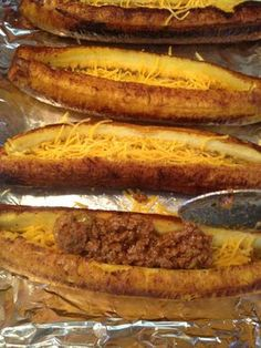 Stuff with Picadillo. food dominican How to Cook Sweet Plantain Boats Filled With Picadillo Puerto Rican Dishes, Puerto Rican Cuisine, Puerto Rican Recipes, Mexican Food Recipes, Beef Recipes, Cooking Recipes, Dominican Recipes, Dominican Food, Puerto Rican Picadillo Recipe
