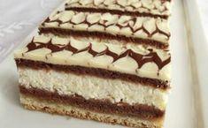 Jednoduché řezy plněné tvarohem. Světlý plát těsta, kakaový plát těsta, tvarohová nádivka a znovu kakaový plát těsta. Vrch polijeme bílou čokoládou a ozdobíme tmavou čokoládou. Mňamka! Hungarian Desserts, Hungarian Recipes, Cold Desserts, Delicious Desserts, Yummy Food, Ital Food, Cookie Recipes, Dessert Recipes, Tasty Chocolate Cake