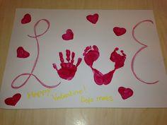 Valentijn knutsel met hand en voetjes....love