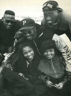 The cast of 'Poetic Justice' (Joe Torry, Regina King, Janet Jackson & Tupac Shakur) with director John Singleton. Mode Hip Hop, 90s Hip Hop, Hip Hop Rap, Tupac Shakur, Black Love, Black Is Beautiful, Estilo Chola, Arte Do Hip Hop, Jo Jackson