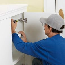 How to Install Concealed Euro-Style Cabinet Hinges Kitchen Cabinets Hinges, Inside Cabinets, Diy Cabinets, Plywood Cabinets, Hallway Cabinet, Diy Cabinet Doors, Hidden Hinges, Concealed Hinges, Hidden Kitchen