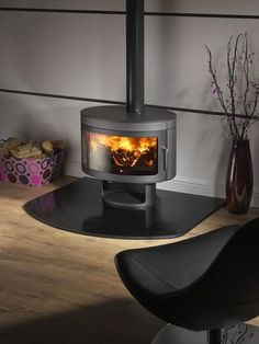 Future Fires Panoramic The Panoramic is the modern wood burning stove from Future Fires. This beautiful, clean-burning stove is DEFRA approved and suitable Read Wood Burning Stoves Uk, Contemporary Wood Burning Stoves, Wood Stoves, Stove Fireplace, Fireplace Design, Multi Fuel Stove, Cast Iron Stove, Freestanding Fireplace, Moraira
