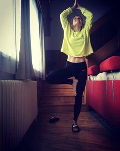 Zařaďte do každodenního rituálu ranní cvičení. Cvičte těchto pět cviků a budete zdraví, probuzení a připravení na celý den. Health Fitness, Hair Beauty, Crop Tops, Workout, Instagram, Women, Fashion, Health, Moda