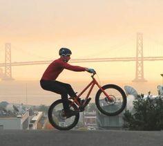 Danny MacAskill fait du vélo à San Francisco