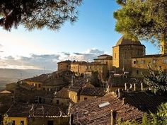 Places to see in ( Volterra - Italy ) #instatraveling #travelingourplanet #travelingtheworld #lovetraveling #traveling #travel#worldtravel