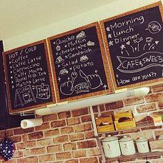 女性で、2LDKの、Kitchen/キッチン/カフェ風/黒板/セリア/賃貸/らくがきについてのインテリア実例。 「キッチンの黒板の落書...」 (2015-09-17 15:24:14に共有されました) Coffee Bar Home, Coffee Shop, Cafe Mode, Kitchen Chalkboard, Chalkboard Drawings, Food Drawing, Blackboards, Packaging Design, Diy And Crafts