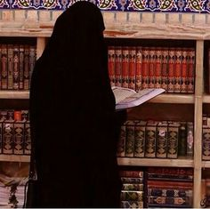 Learn Quran Academy provide the Quran learning services at home. Our mission to teach Quran with proper Tajweed and Tafseer to worldwide Muslim community. Arab Girls, Muslim Girls, Muslim Couples, Hijab Niqab, Muslim Hijab, Mode Abaya, Mode Hijab, Beautiful Muslim Women, Beautiful Hijab