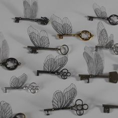 This listing is for the purchase of a mixture of 10 winged keys from our 'props' section. This could be made up of 10 keys of any sizes in any colours we stock (shiny silver, shiny brass, antique brass, gunmetal black) with any mixture of wing types. As you can see, there is a