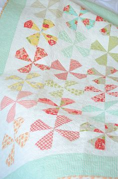 Love this #quilt!  Dilly Dally by @Camille Roskelley of Simplify