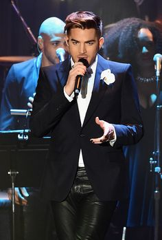 Adam Lambert at Clive Davis preGrammy Party performing Let's Dance thrilling the audience of famous folks to a little Bowie :D