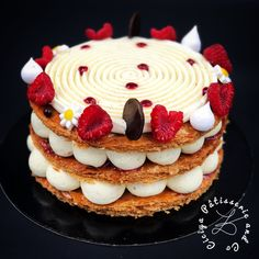 Mille-Feuilles Vanille Framboise - Ciciya PâtisserieandCo Unique Desserts, Mini Desserts, Sweet Desserts, Plated Desserts, Easy Desserts, Sweet Recipes, Pastry Recipes, Cake Recipes, Alphabet Cake