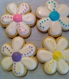Daisy Spring Flower Decorated Sugar Cookies 1 Dozen All kinds of Decorated Cookies Summer Cookies, Fancy Cookies, Iced Cookies, Cute Cookies, Easter Cookies, Royal Icing Cookies, Cupcake Cookies, Cookie Favors, Heart Cookies
