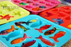 Making fun-shaped marbled crayons with molds #kids #craft #crayon