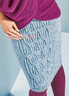 Серо-голубая юбка с рельефным узором. Вязание спицами