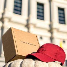 """Cartonajes Alboraya S.A on Instagram: """"✅Cajas Personalizadas para Tiendas Online ✅ . Si quieres una gorra chula, las Gorras más Cool son de❤️ @mureredderbrand ❤️ Gracias al…"""" Hat Boxes, Box Packaging, Cool, Mad, Baseball Hats, Instagram, Fashion, Custom Boxes, Accessories"""