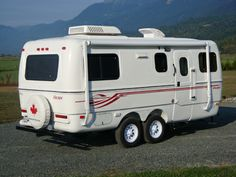 The 19 Foot Escape - North America beckons. Custom Trailers, Tiny Trailers, Small Trailer, Camper Trailers, Retro Caravan, Camper Caravan, Rv Campers, Camper Van, Travel Trailer Camping