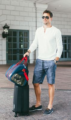 This Mens summer casual short outfits worth to copy 36 image is part from 75 Best Mens Summer Casual Shorts Outfit that You Must Try gallery and article, click read it bellow to see high resolutions quality image and another awesome image ideas. Casual Shorts Outfit, Casual Outfits, Men's Outfits, Fashion Outfits, Style Casual, Men Casual, Men's Style, Short Outfits, Summer Outfits