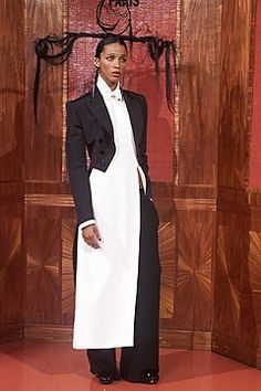 Jean Paul Gaultier Fall 2001 Couture Fashion Show - Jean Paul Gaultier, Noémie Lenoir