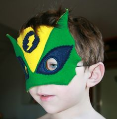 DIY masque de super héros - Blog mode enfant - Petit Karel