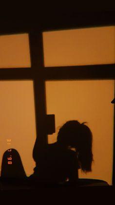 si te va dar un ataque , que sea de risa _ ania. of the day ideas crazy for myself Shadow Photography, Girl Photography Poses, Tumblr Photography, Aesthetic Pastel Wallpaper, Aesthetic Wallpapers, Girl Shadow, Photographie Portrait Inspiration, Shadow Pictures, Profile Pictures Instagram