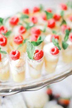 Kreative Bräute wollen bekannterweise nicht nur einen großartigen Tag für sich und ihren Liebsten, nein auch die geladenen Gäste sollen einen ganz besonderen Tag verleben. Das neben der Dekoration, der Location und der Hochzeitsmusik, auch das Hochzeitsmenü bzw. das Hochzeitsbuffet da einen besonderen Platz in der Hochzeitsplanung einnimmt ist nur ...