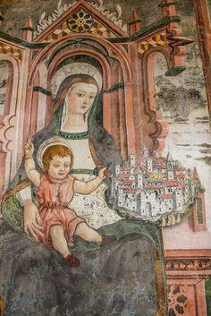 Affresco della Madonna in trono con Bambino benedicente - Santuario dell'Icona Passatora (Amatrice)
