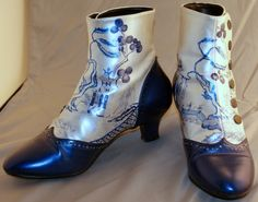 Blue willow ankle boots from Cherries' Orchard Blue Willow China, Blue China, Love Blue, Blue And White, Willow Pattern, China Patterns, Cool Boots, Sock Shoes, Beautiful Hands