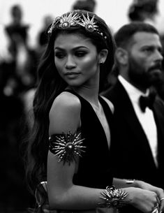 Black and White: Photo Black And White Picture Wall, Black N White, Black And White Pictures, Estilo Zendaya, Pretty People, Beautiful People, Rihanna, Black And White Aesthetic, Famous Black