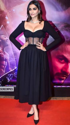 Actress Navel, Sonam Kapoor, Bollywood Actress, Pretty Woman, Desi, Celebrity Style, India, Actresses, Formal