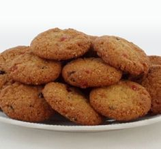 Old South African recipe for Outeniqua Biscuits (because the recipe originates from that area) – they're crunchy and coconutty, with cherries and currants. Ingredients 1 cup ml) flour 1 … Baking Recipes, Dog Food Recipes, Cookie Recipes, Dessert Recipes, Fun Recipes, Bread Recipes, South African Dishes, South African Recipes, Ethnic Recipes