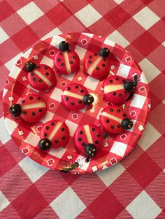 Ladybug Babybel Cheese Singles-- Remove the dividing strip from the front and… Babybel Cheese, Cheese Snacks, Bug Food, Bug Snacks, Lady Bug, Healthy Afternoon Snacks, Ladybug Party, Fairy Birthday, Halloween Food For Party