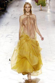 Christian Dior Spring 2006 Ready-to-Wear Fashion Show - Caroline Trentini (Elite) Girl Fashion, Fashion Show, Fashion Outfits, Womens Fashion, Fashion Design, Christian Dior, Caroline Trentini, Most Beautiful Dresses, Rave Wear