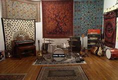 Ideas Vintage Music Room Studios For 2019 Home Music Rooms, Music Studio Room, Vintage Cafe Design, Rock Room, Recording Studio Design, Restaurant Interior Design, Inspired Homes, Vintage Music, Rehearsal Room