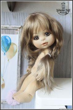 dalareiramuñecas Diy Art Dolls, Doll Crafts, Handmade Dolls Patterns, Doll Patterns, Waldorf Dolls, Doll Head, Soft Dolls, Stuffed Toys Patterns, Fabric Dolls