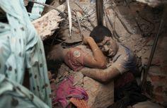 """III nagroda w kat. Spot news - zdjęcie pojedyncze, """"Final Embrace"""", fot. Taslima Akhter"""