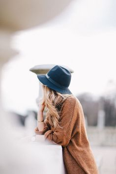 brown sweater grey hat