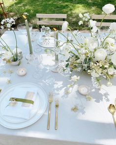 Yesterday felt like Spring which brought back all the feels of alfresco dining in warm Spring afternoons. Modern Wedding Flowers, Romantic Flowers, Floral Wedding, Wedding Table Centerpieces, Centrepieces, Wedding Decorations, Tent Wedding, Garden Wedding, Warm Spring