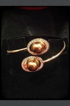 Pulsera Oro rojo 1 Ley semi/rígida, perlas australianas chocolate con cerco de diamantes totalmente artesana