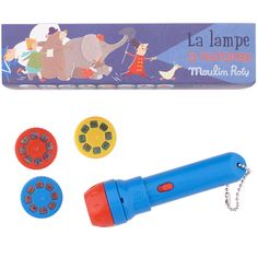 Une lampe de poche moulin à histoire. Ça intégrerait la routine de dodo à Louis à merveille!