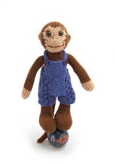 This little monkey is cute and fun, and a good weekend project. The finished toy is 8 tall, and knit from worsted weight yarn (approx 40 g of brown, 15 g of tan) on 4 mm straight knitting needles. The overalls are also knit from worsted weight yarn (approx 30 g). You will need to know how