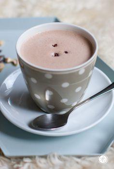 Hot Superfood Chocolate mit Cacao-Nibs, Cashews , Maca & Hanfsamen   Rezept zum #SuperfoodSamstag von feiertaeglich.de