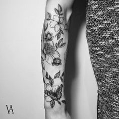 "3,279 curtidas, 27 comentários - Violeta Arús (@violeta.arus) no Instagram: ""#tattoo #tattoos #blackworkerssubmission #blackworkers #darkartist #equilattera #ink #blxckink…"""