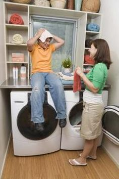 How to Arrange a Washer & Dryer in a Laundry Closet