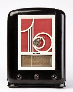 MULLARD: High top black Bakelite radio with white grill - Feb 2014 Louis Xvi, Retro Vintage, Vintage Items, Vintage Clocks, Midnight Radio, Art Nouveau, Poste Radio, Music Machine, Retro Radios