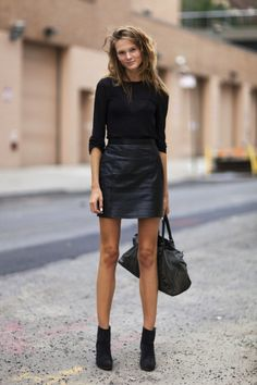 Simple black outfit. Cotton top, leather skirt and boots